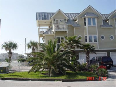 3 Floors: Huge top deck overlooking ocean, fenced paved yard with ocean views