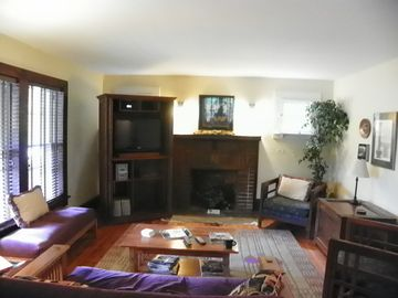 Living room. flat screen TV, satellite service, DVD player, double bed/futon