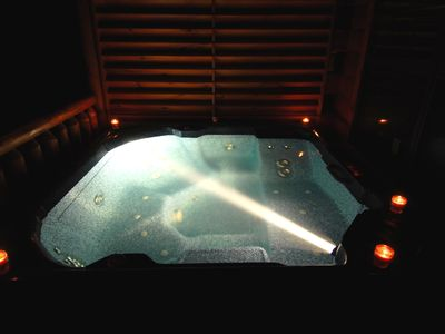 Hot Tub Delux with lots of Jets. Private and very relaxing. Prvy curtain also