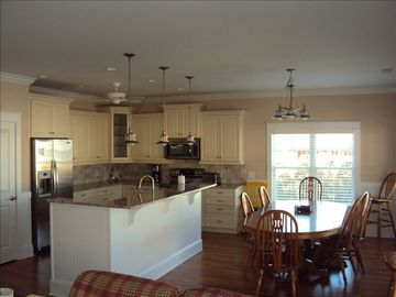 Kitchen and Dining area. Double oven with convection cooking.