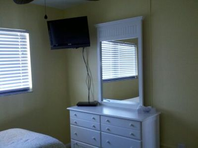 Guest bdrm has 26 in. flat screen TV with Sony Blu-Ray/DVD player