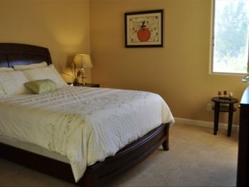 3rd bedroom with queen size bed