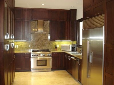Gourmet Kitchen w/High-end Appliances and Granite Counter Tops