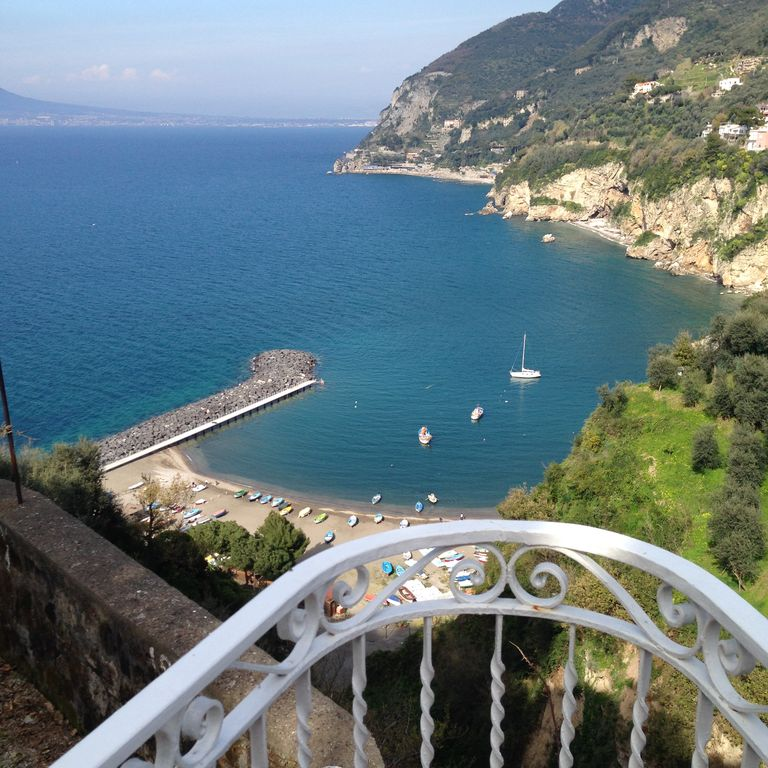 Manor house with living terrace and open views of the Gulf of Naples and Vesuvius