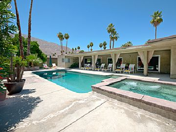 Palm Springs house rental - Sun and Fun with 8 lounge chairs, Pool and Jacuzzi