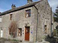 Beautiful cottage with large garden in heart of Yorkshire Dales Pets welcome