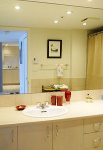 Full bathroom/ Salle de bain complet