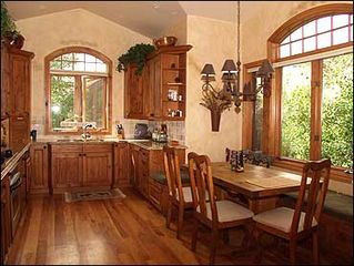 Edwards house photo - Gourmet Kitchen with Breakfast Nook