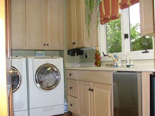 Louisville estate photo - laundry room