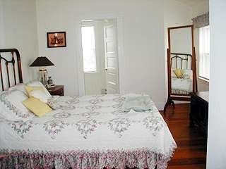 Brant Point house photo - Master suite w/ en suite full bath
