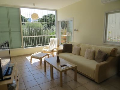 Schoene, spacious and very quiet apartment with private parking!