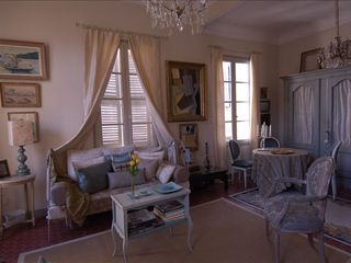 Aix-En-Provence apartment photo - View Salon with small Eating Area for Four