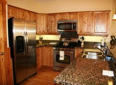 Large kitchen with gas range, stainless steel apps, granite counter & bar