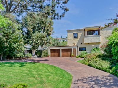 La Jolla house rental - Front of home with huge driveway and yard.
