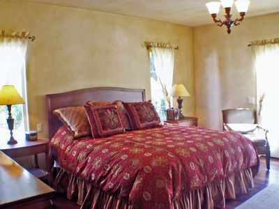 Napa villa rental - Villa Master Bedroom with Down Duvet