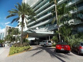 Miami Beach studio photo - Free Valet Parking Service