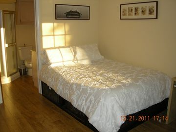 Santa Monica apartment rental - Queen Size Bed