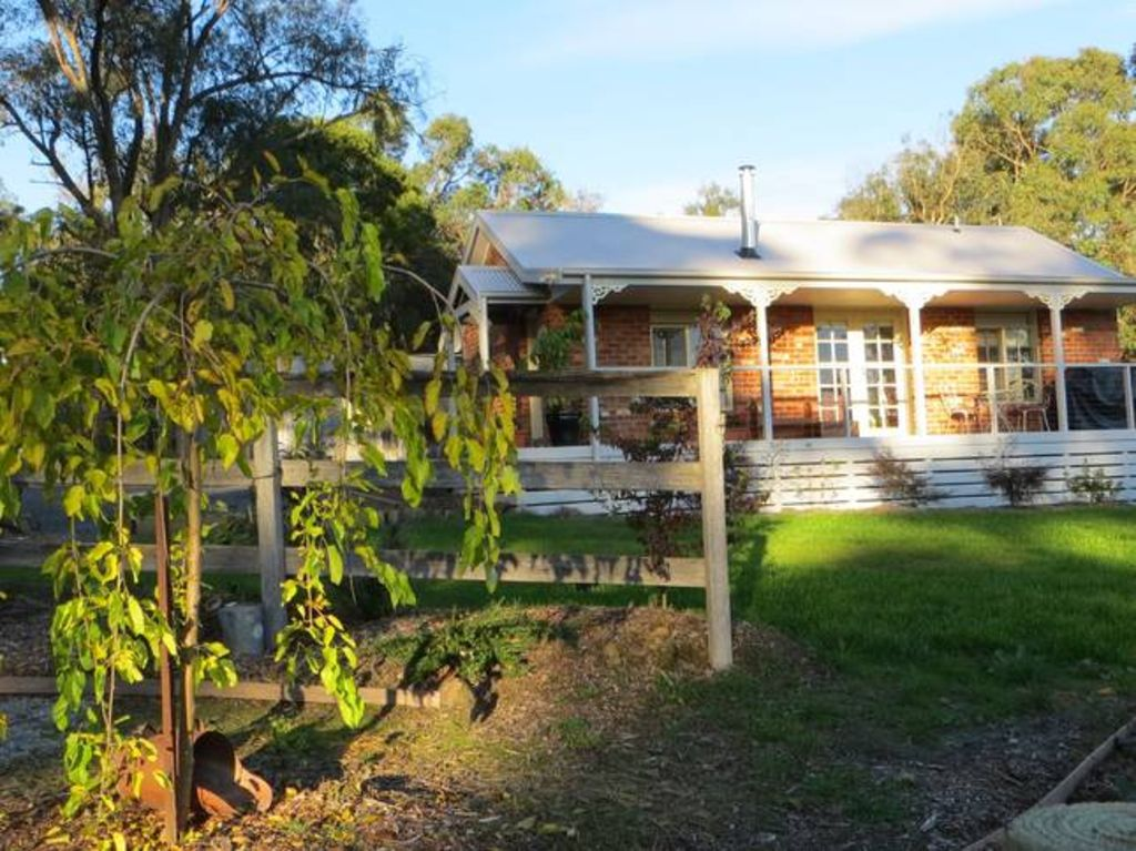 Honeyeater Cottage Bed and Breakfast