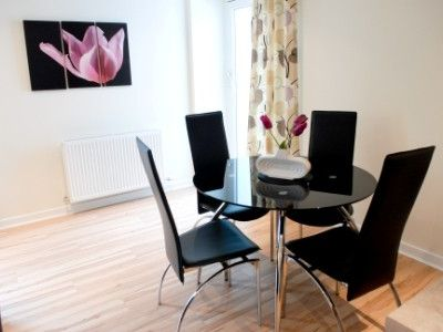 Glasgow & Clyde Valley apartment rental - Dining for four
