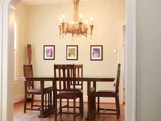 Austin house photo - Quaint dining area that seats 4, vintage chandelier and wonderful natural light