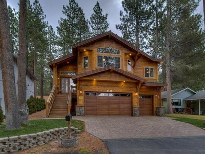 Luxury 5 Bedroom/3 Bath, 1.5 Miles from Heavenly Ski w/Outdoor Hot Tub
