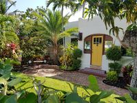 2BR Spanish Mission Home- Walk To The Ave & Beaches