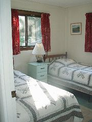 Chilmark house photo - Twin bedroom.