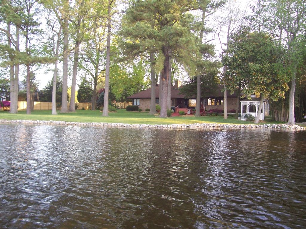 Lakefront family home close to homeaway for Milfords fish house