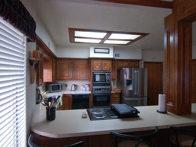 Montgomery townhome rental - Full kitchen and breakfast bar