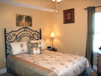 "Guest Bedroom - Queen Bed -- Lots of Palm Trees. 32"" Wall Mount Flat Screen TV"