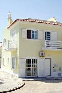 Spacious town house with panoramic sea views from large roof terrace