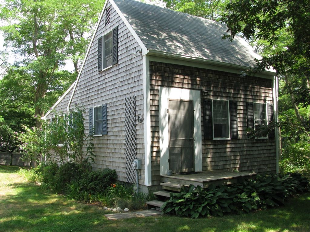 Wellfleet salt box cottage heat and homeaway south Saltbox cabin plans