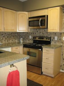 New granite, tile, stove, microwave!