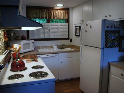 Bromley Mountain chalet rental - Fully equipped kitchen