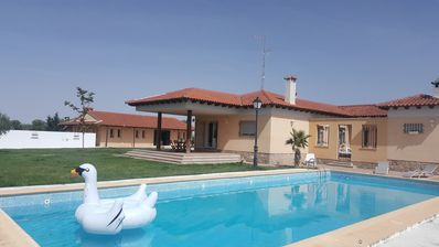 Finca Villamorena, complete rental with private pool and covered barbecue