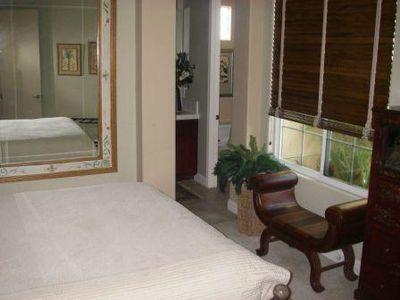 Guest Bedroom, Queen Bed, Full Bathroom