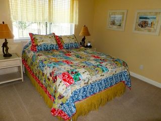 Waikoloa Beach Resort condo photo - 2nd Bedroom with queen size bed and it's own bathroom