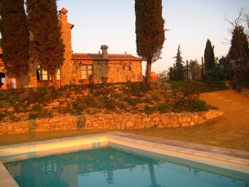 Montalcino house rental - Sunset by the pool