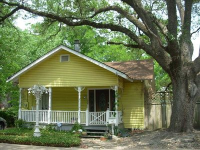 Cute 1925 Home in Historic Houston Heights - Near Downtown. CLOSE TO EVERYTHING.