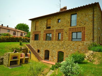 For peace of mind, fresh air and a short distance from a great lake and Florence
