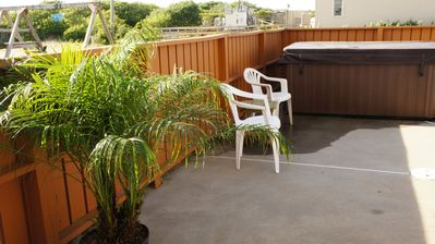 Just a few short steps to the Hot Tub from the patio!