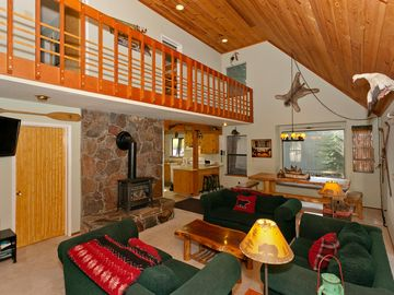 Truckee cabin rental - Great Room view from bottom of the staircase