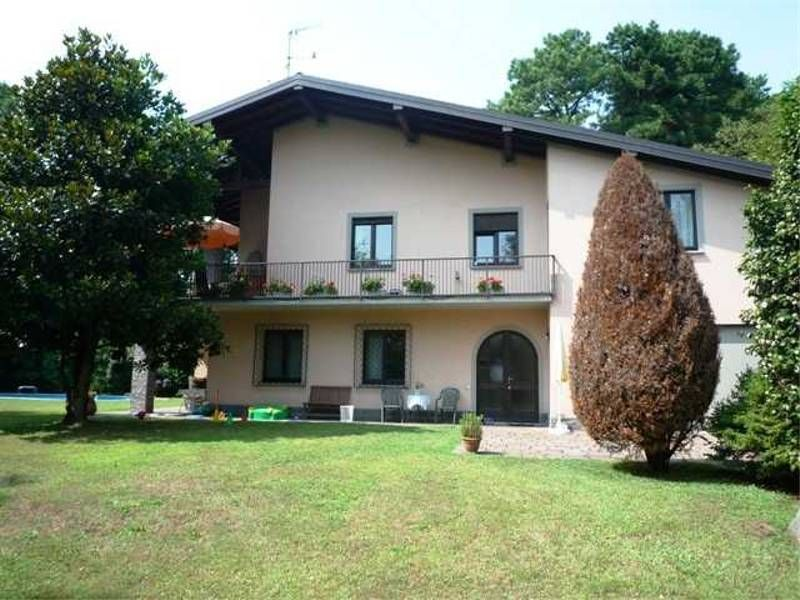 Accommodation near the beach, 220 square meters, , Besozzo, Italy