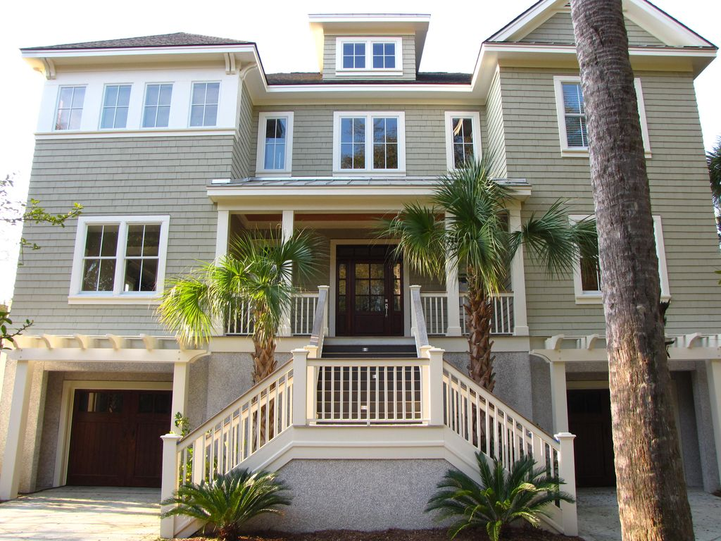 6 b r home with private pool minutes to vrbo for Outdoor elevators for beach houses