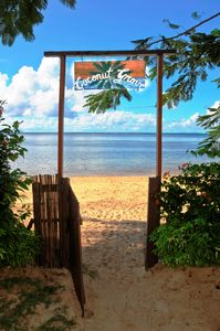 Taveuni cottage rental - Entrance to the beach