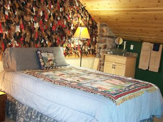 Thousand Islands cabin photo - Upstairs are 2 carpeted bedrooms