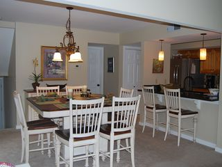 Palmetto Dunes villa photo - Plenty of Table and Bar Seating!
