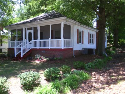 Comfortable house sleeps 10 screened porch vrbo for Charlotte motor speedway condo rental