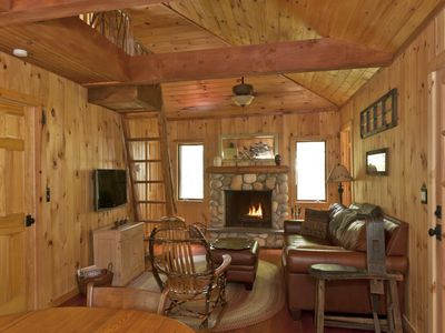 Lake Algonquin - Wells house rental - Living room with fire place