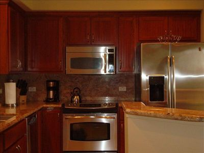 All Stainless Steel Kitchen with Granite Countertops, ice maker, fully equipped